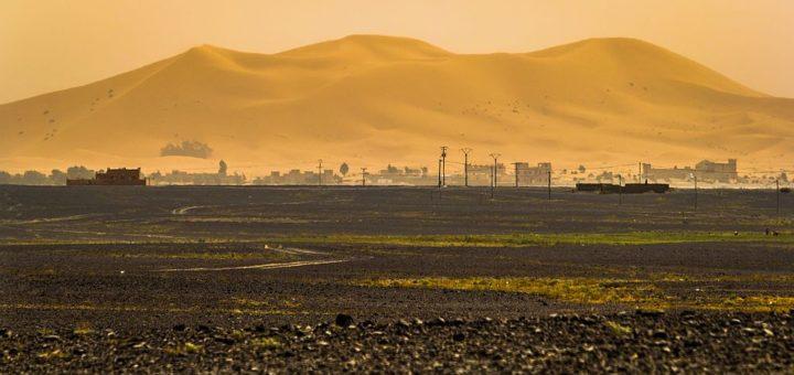 1024px-Merzouga_Dunes_and_the_black_desert.jpg
