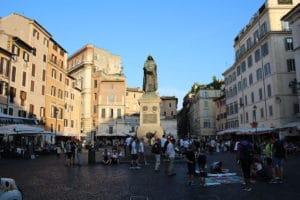 Campo dei Fiori a Rome : Marché et lieux de sortie