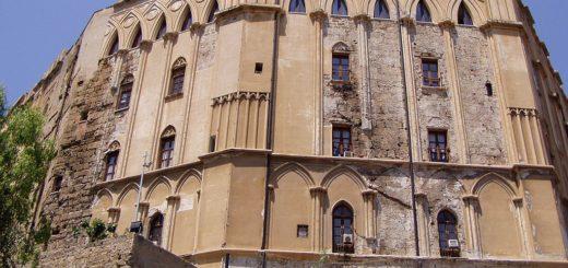 1024px-Palermo_palazzo_normanni.jpg