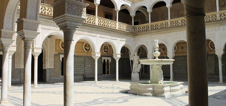 1024px-Patio_du_Palais_de_Pilate_28828262003129.jpg