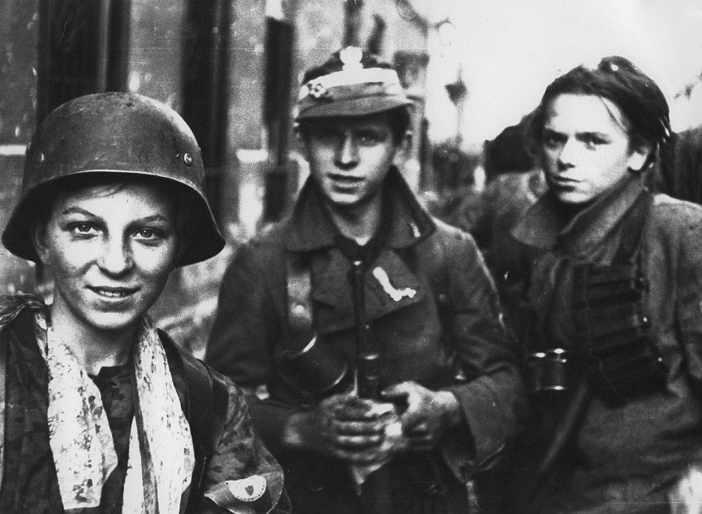 Scouts et résistants polonais participant à l'insurrection de Varsovie.