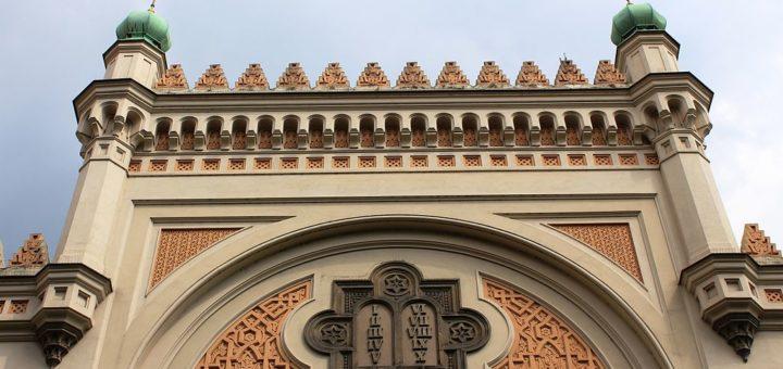1024px-Prague_Praha_2014_Holmstad_Den_spanske_synagogen_i_Josefov_-_The_Spanish_synagogue_2.jpg