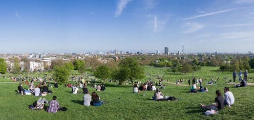 1024px-Primrose_Hill_Panorama2C_London_-_April_2011.jpg