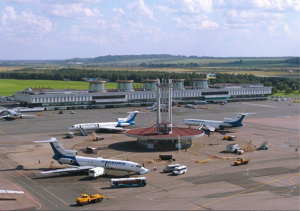 Venir à Saint Petersbourg en Russie à travers l'aéroport Pulkovo - Photo de Dmitry Avdeev