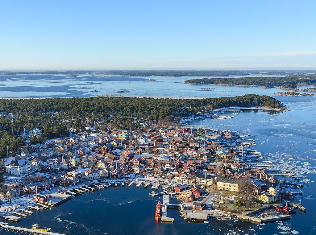 Point de vue aérien sur Sandhamn dans l'archipel de Stockholm - Photo d'Arild Vågen