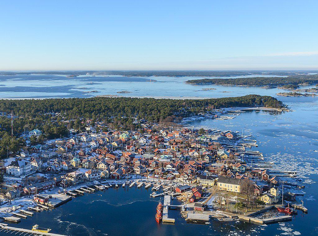 Point de vue aérien sur Sandhamn dans l'archipel de Stockholm - Photo d'Arild Vågen