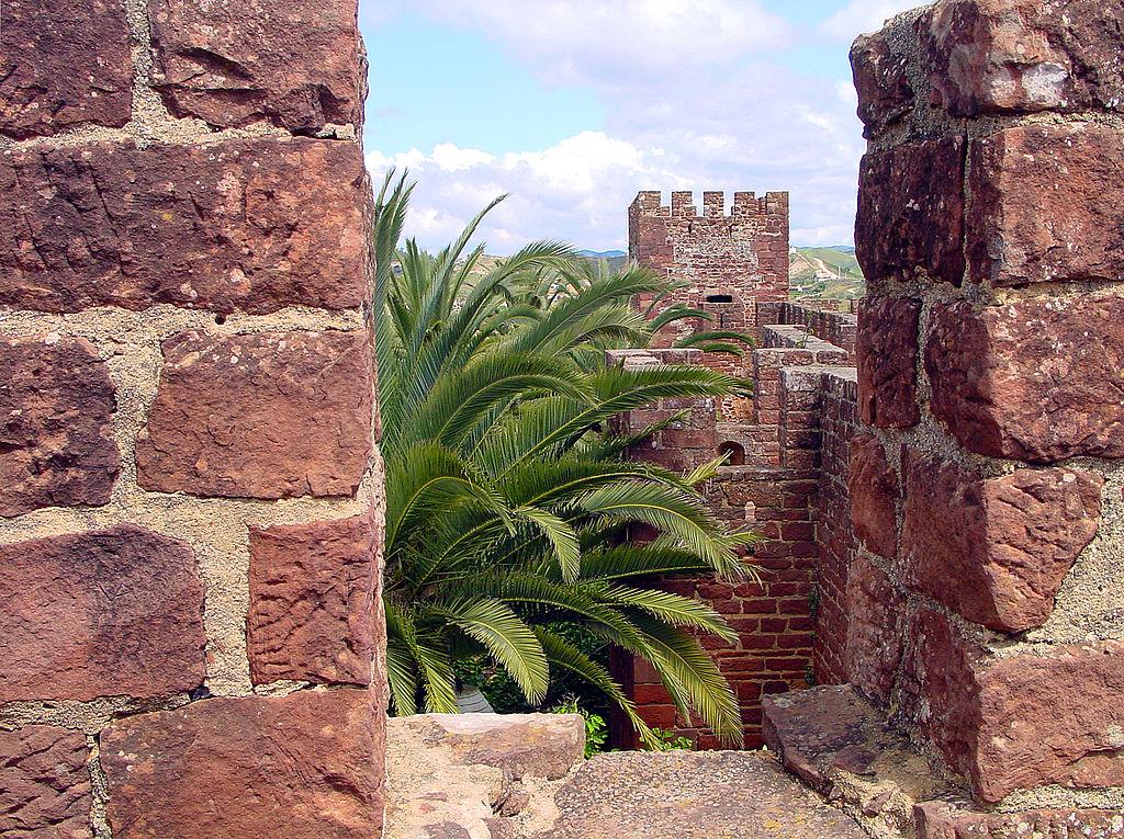 Chateau de Silves d'origine maure comme celui de Loulé - Photo de Bert Kaufmann