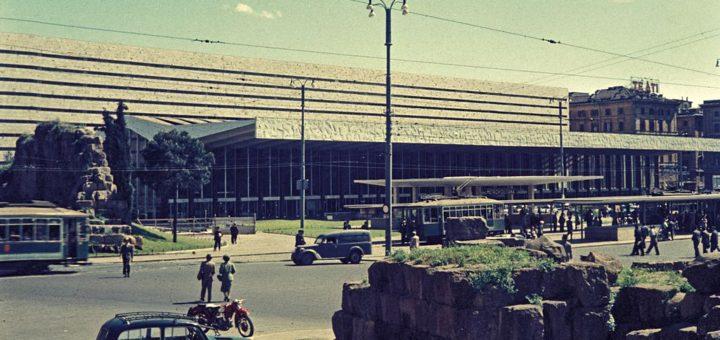 1024px-Stazione_di_Roma_Termini_1956.corr.jpg