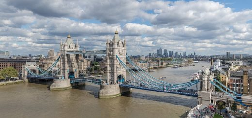 1024px-Tower_Bridge_from_London_City_Hall_2015.jpg