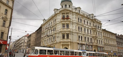 1024px-Tramway_in_the_city2C_Prague_-_8836.jpg