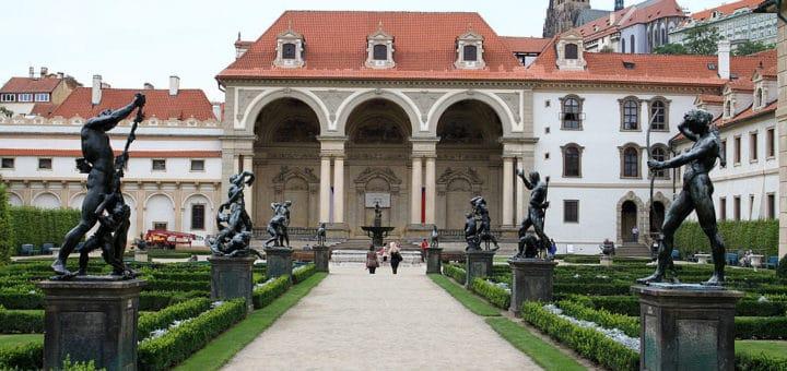 1024px-Valdštejnský_palác_28Malá_Strana29_28529.jpg