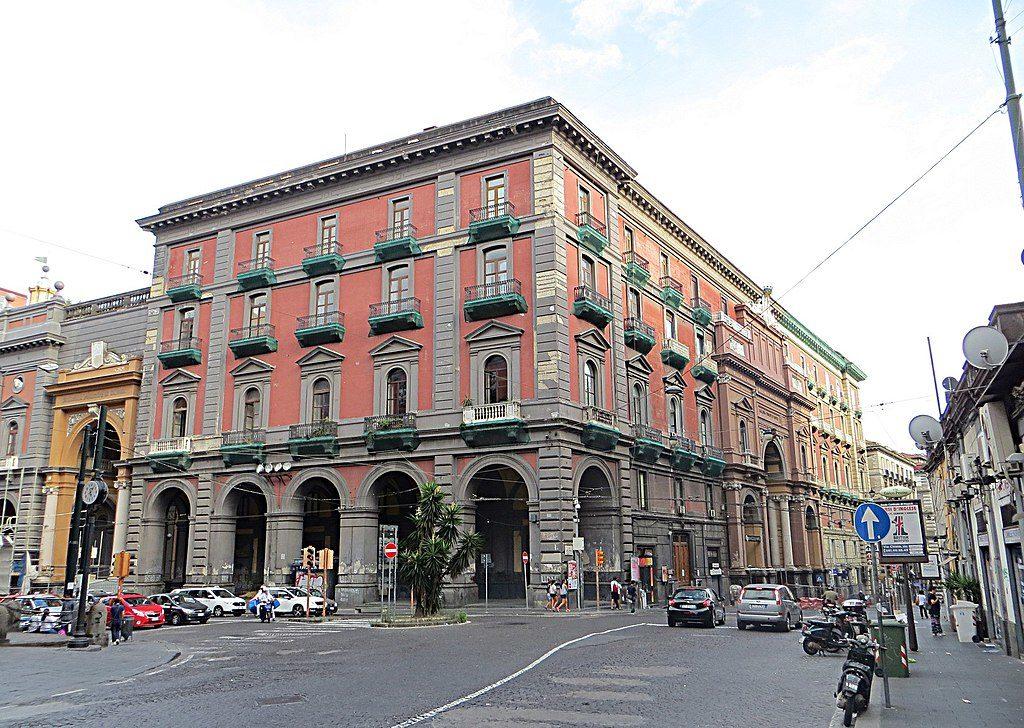 Galleria Principe di Napoli en face du musée archéologique de Naples - Photo de Mister No