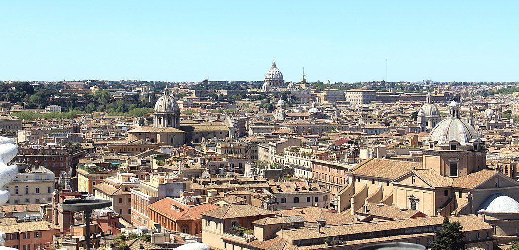 Vue en direction du Vatican depuis le monument à Victor Emmanuel II à Rome - Photo Jebulon