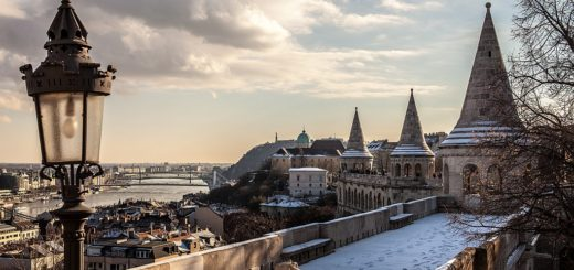 1024px-Views_from_Fisherman27s_Bastion_toward_south._-_Budapest2C_Hungary._-_62_365²_Observador_28826296548629.jpg