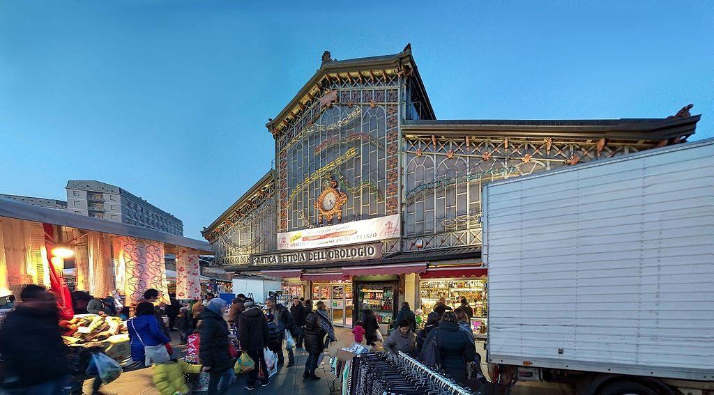 Marché de Porta Palazzo à Turin dans le quartier d'Aurora.