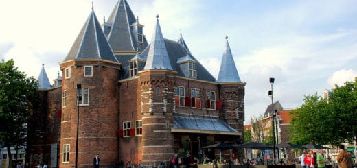 1024px-Waag_Amsterdam_2.jpg