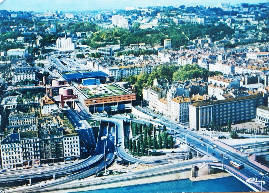 Gare de Perrache à Lyon et son vaisseau spatial [Confluence]