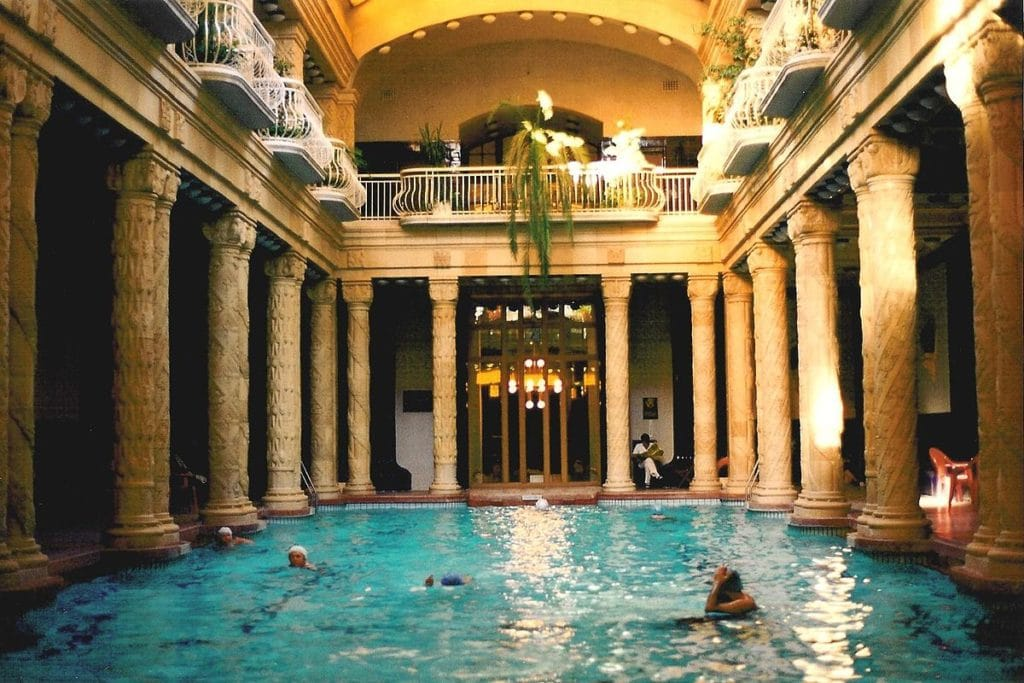 Bains gellert de budapest thermes les plus luxueux de for Bain les bains