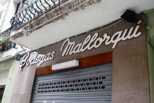 Barcelone : Enseignes publicitaires vintage et typographie