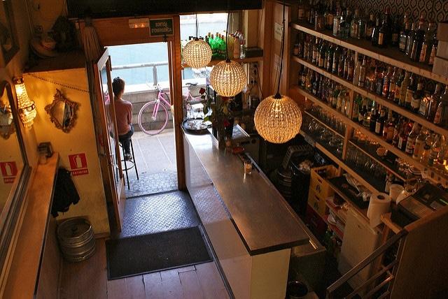Nina, petit bar et grande terrasse à Barcelone [Gracia]