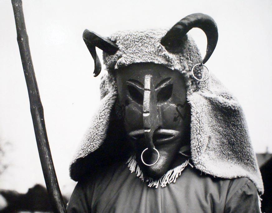 Personnage de la chèvre dans la tradition du koledowania en Pologne.