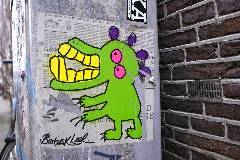 Street Art à Amsterdam : Stickers, collages et graffitis