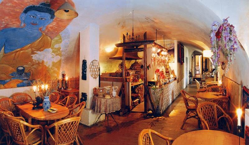 Malý Buddha à Prague, restaurant asiatique éclairé à la bougie [Hradcany]