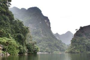 Trang An, la baie d'Halong terrestre près de Ninh Binh au Vietnam