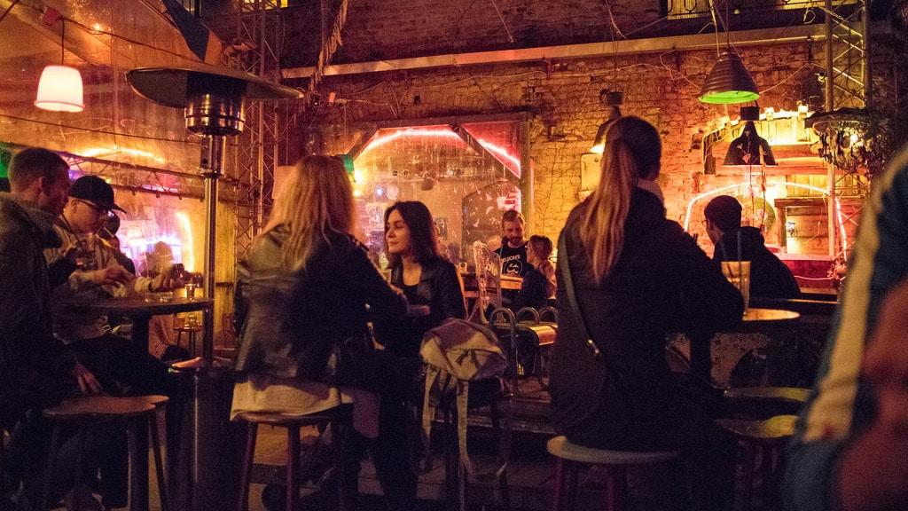 Szimpla Kert, «bar en ruine» étonnant de Budapest [Erzsébetváros]
