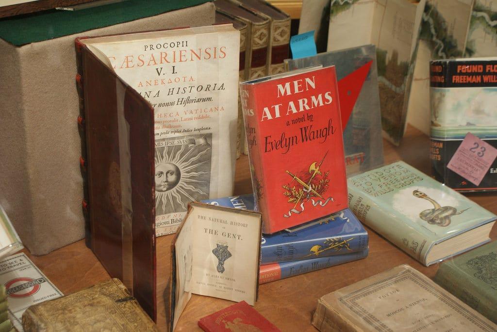 Cecil court : Antiquités, fanzines punk et cartes anciennes à Londres