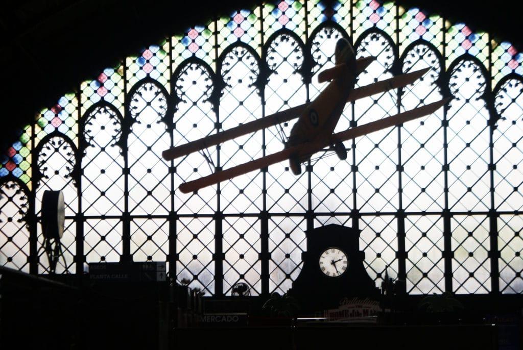 Venir en avion dans la gare de Séville. Ce n'est pas impossible.