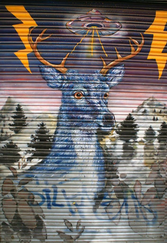 Street Art : Le cerf de l'espace dans le quartier d'Alameda à Séville.