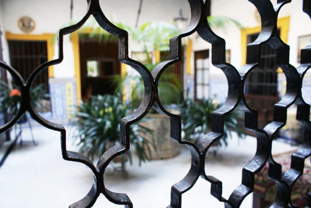 Patio dans le quartier de Santa Cruz à Séville.