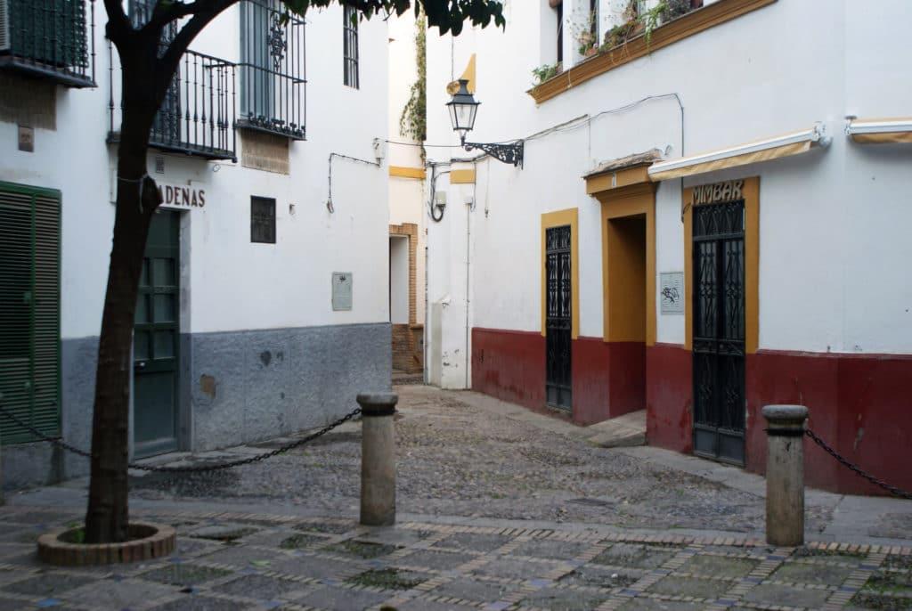 Placette du quartier de Santa Cruz à Séville.