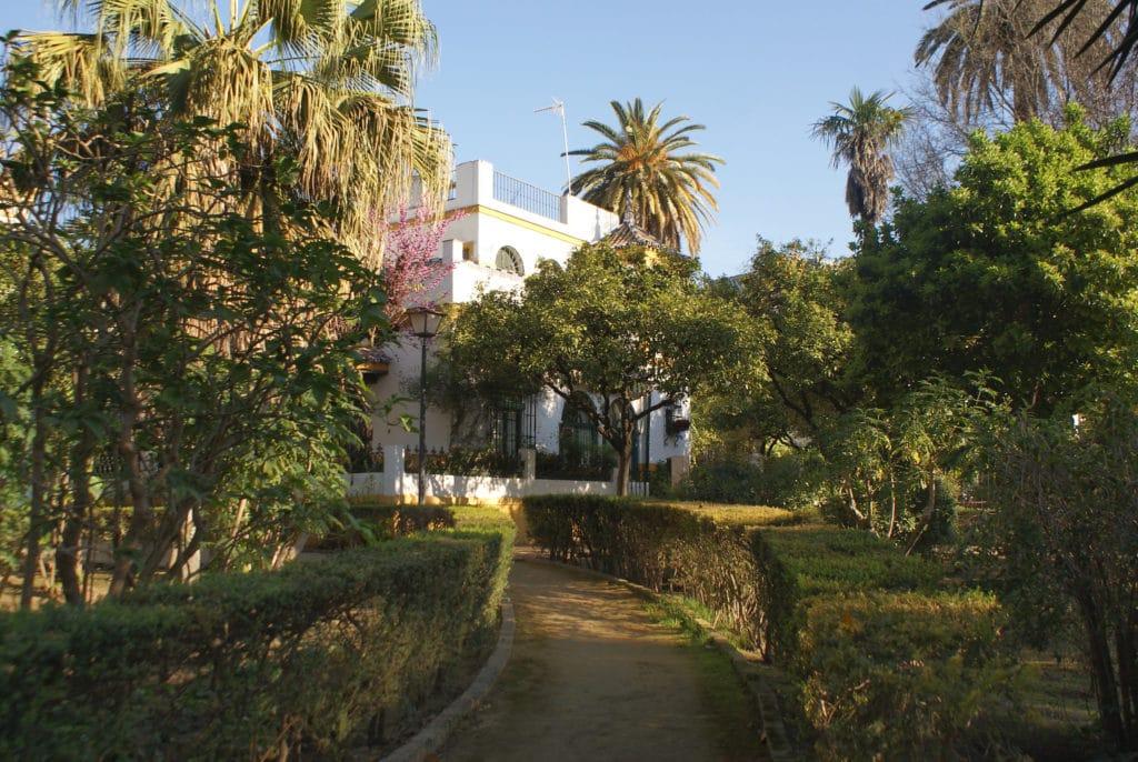 Une allée des Jardins de Murillo à Séville.