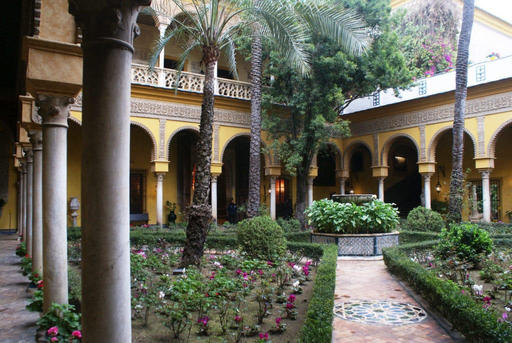 Patio principale du palaisde las Dueñas dans le centre de Séville (quartier Santa Catalina).