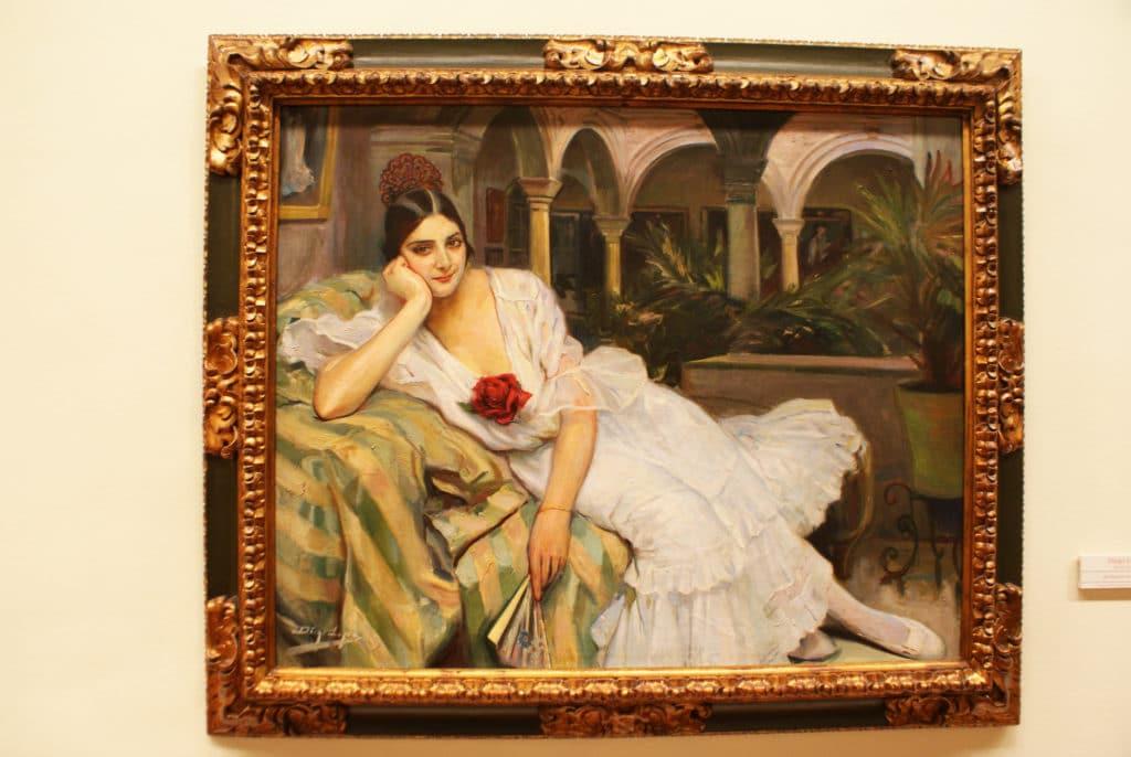 """""""Sevillane dans son patio"""" (1918) de Diego Lopez au Musée des Beaux Arts de Séville."""