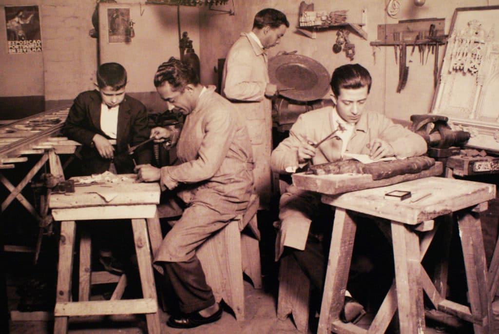 Dans un atelier artisanale de Séville - Photo du musée ethnographique de Séville.