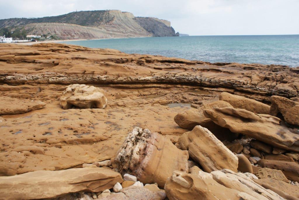 Plage ou Praia da Luz près de Lagos au Portugal.