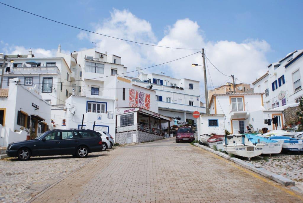 Village de Burgau près de Lagos au Portugal.