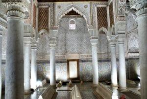 Tombeaux Saadiens à Marrakech, sépulture royale et tourisme en file indienne [Casbah]