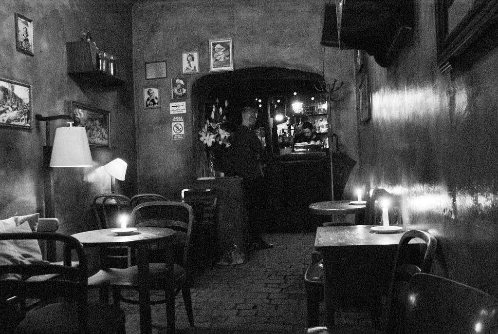 Dans le café Eszeweria, bohême et bougies à Cracovie
