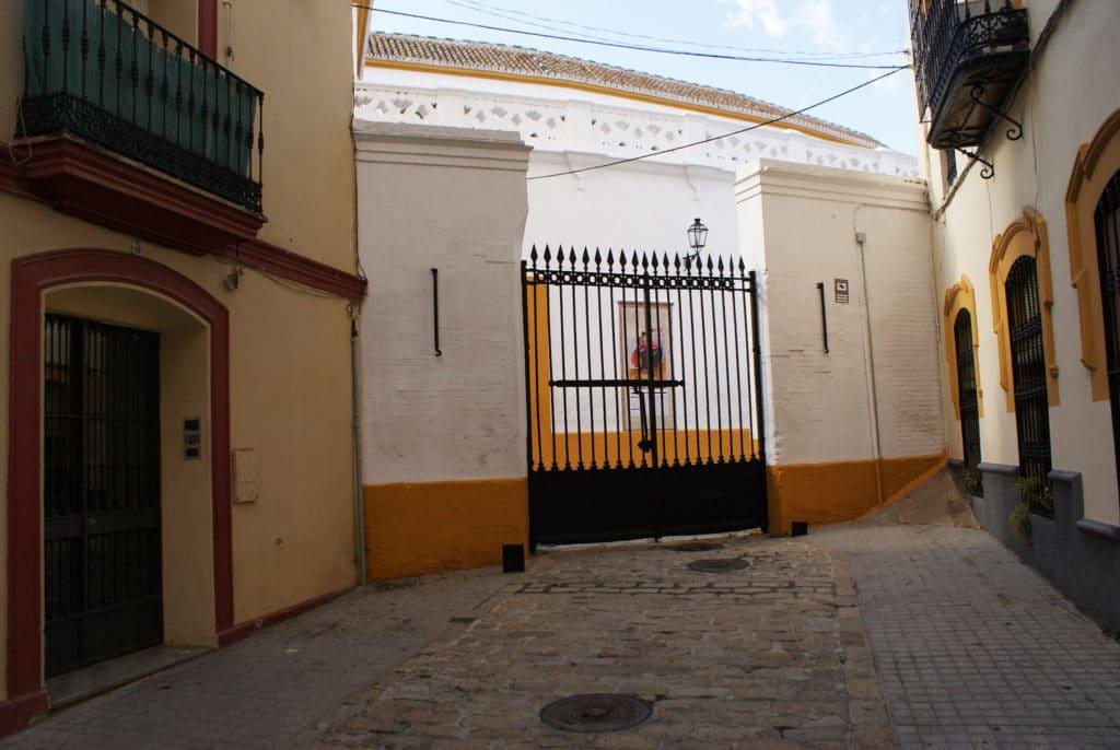 Un bout dérobé de l'arène de Séville dans le quartier de l'Arenal.