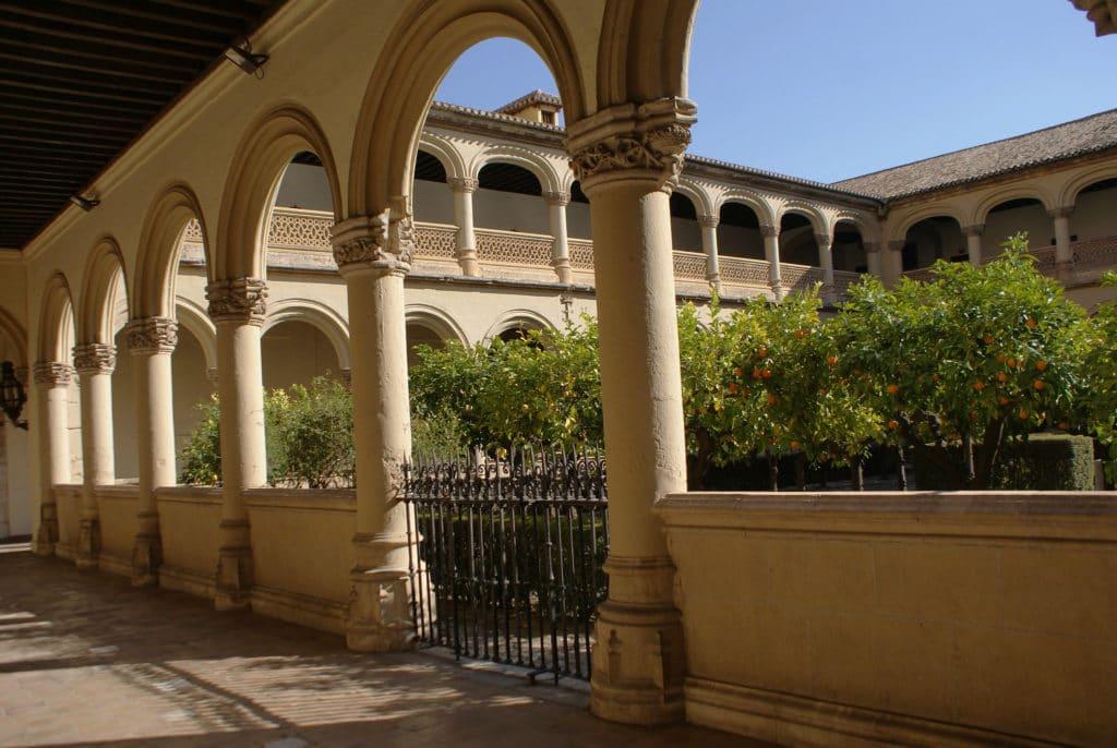 Cloître du Real Monasterio de San Jerónimo à Grenade.