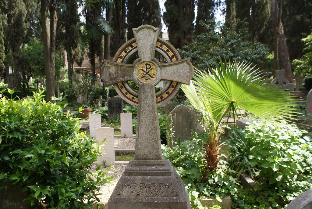 Cimetière protestant de Rome : RDV romantique avec la mort [Testaccio]