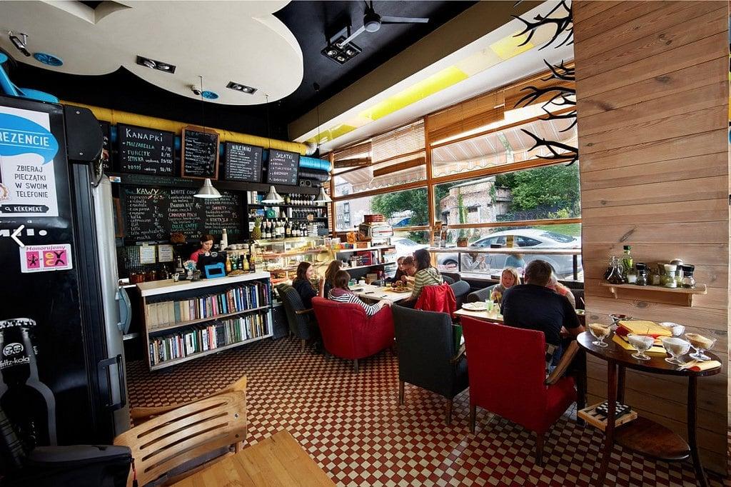 Café Kafka : Des étudiants et des livres à Varsovie [Powiśle]
