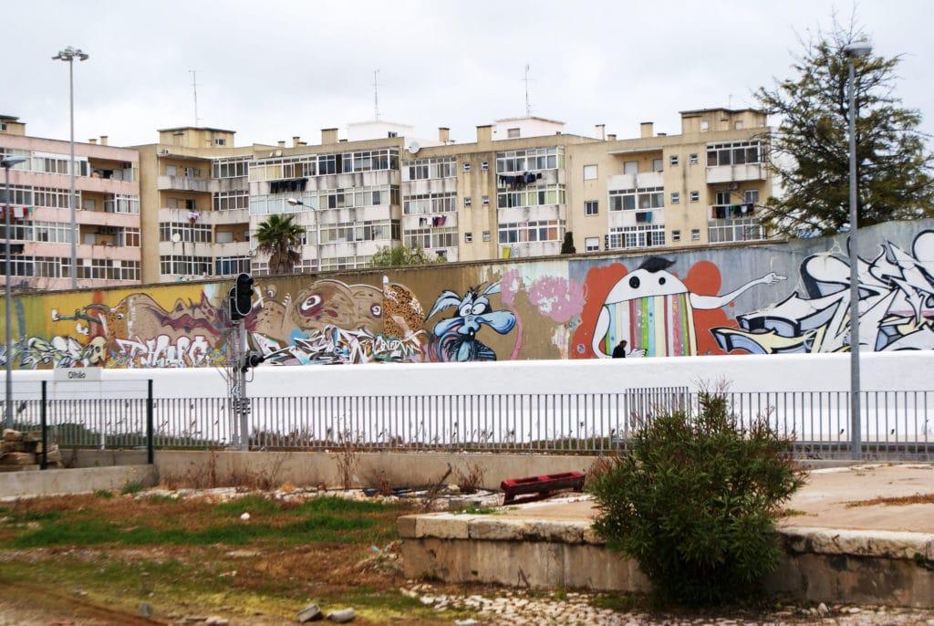 Street art près de la gare d'Olhão.
