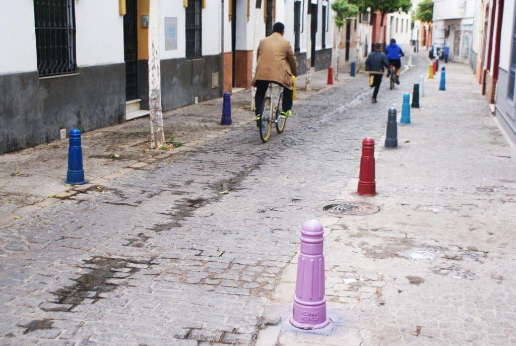 Un peu de couleur sur les plots dans le quartier d'Alameda à Séville. Il manque un peu de jaune à mon goût.