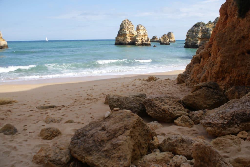 Plage ou Praia do Camilo à Lagos au sud du Portugal.