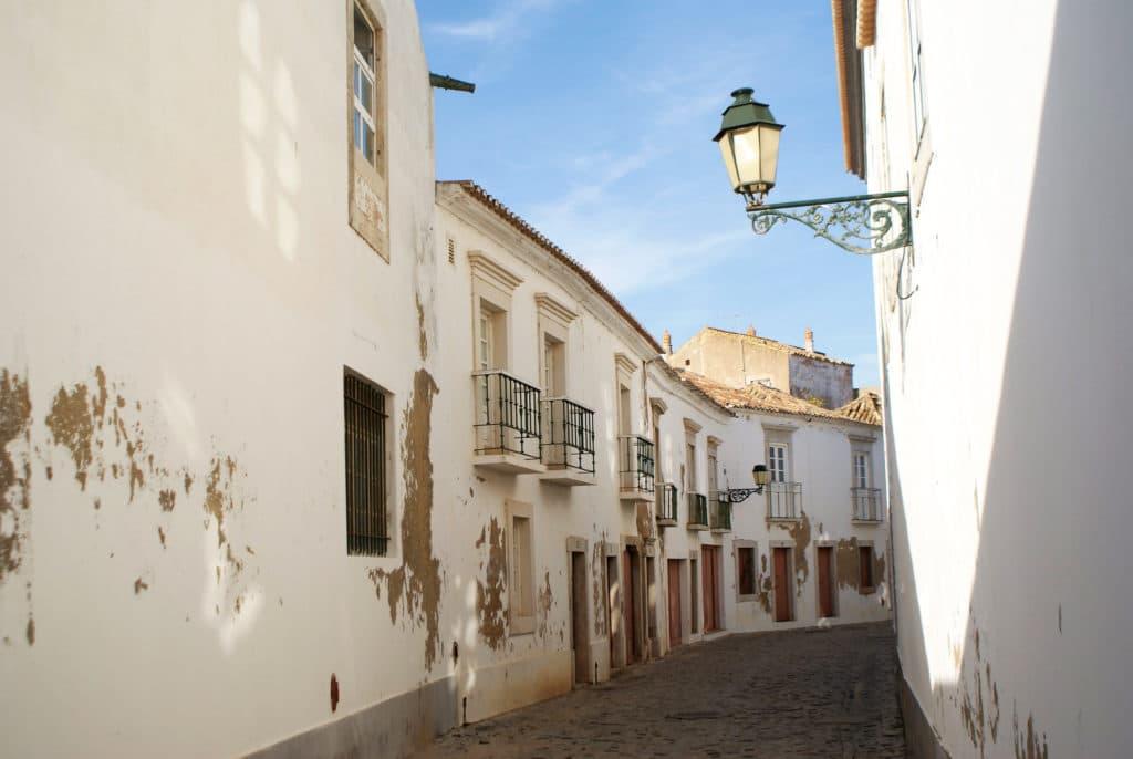 Ruelles cabossées du centre historique de Faro.